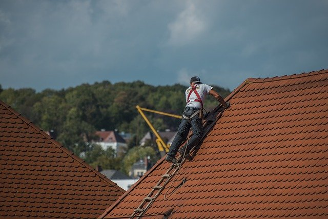 How dangerous is roofing